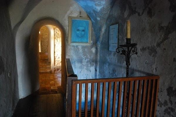 fantasma di Azzurrina nel castello di Montebello